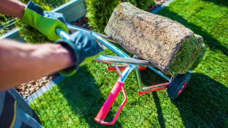How to install artificial turf on concrete?